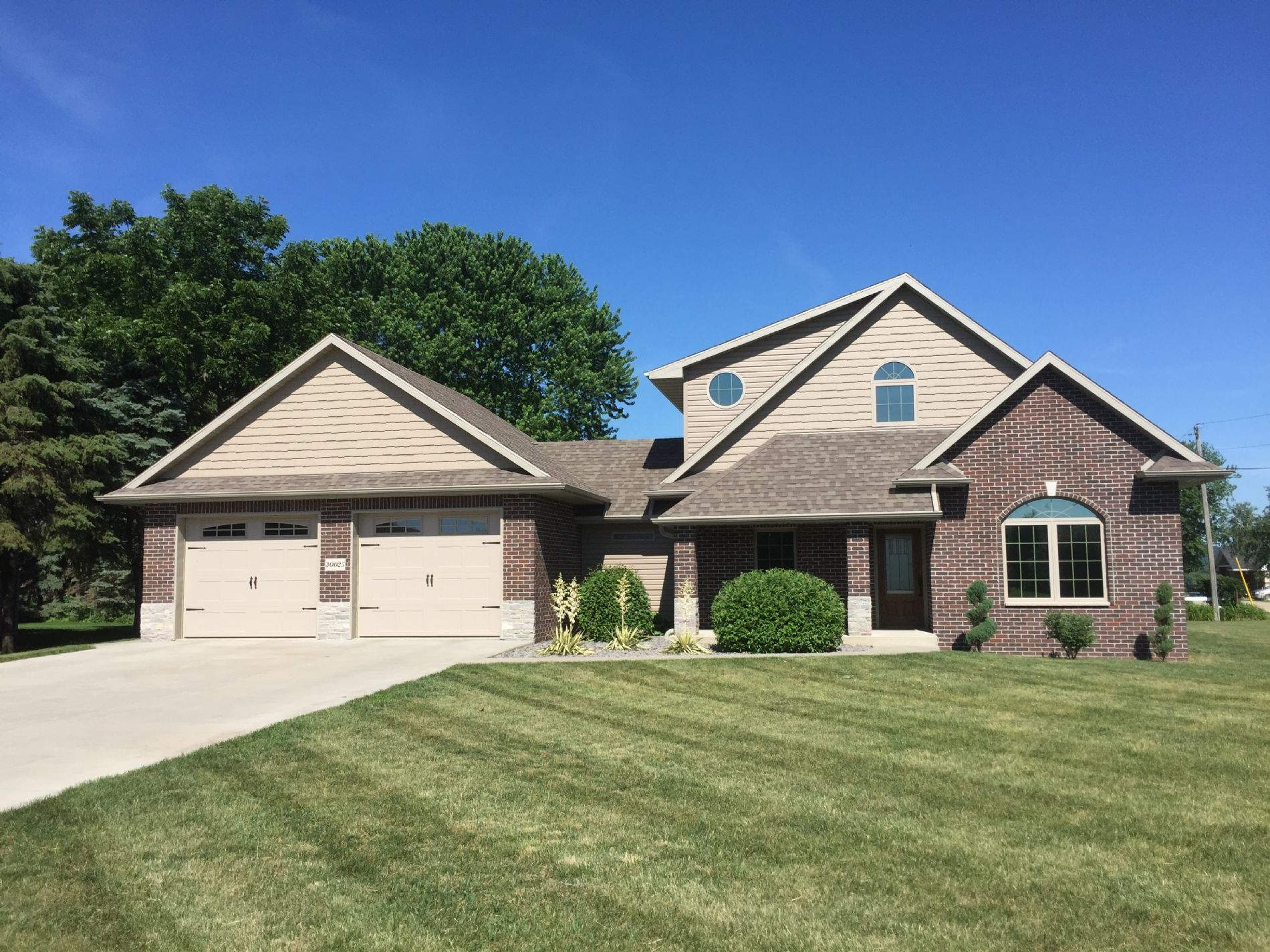 Bellevue Home, IA Real Estate Listing